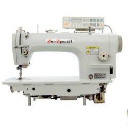 Máquina de costura reta com overloque